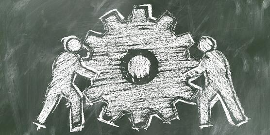Chalk-Drawing-People-Gear-Representing-Change-Management